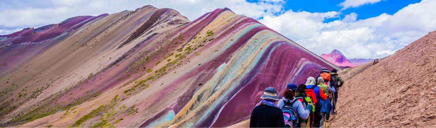 People walking up to rainbow mountain peru
